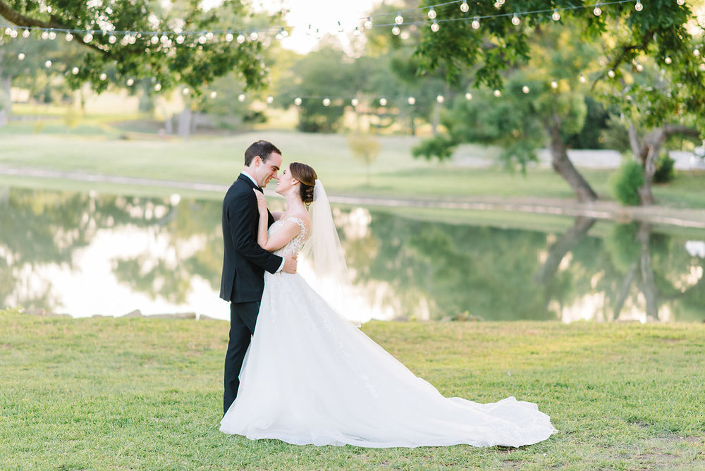 DallasWeddingPhotographer-MattandJulieWeddings_Kayleigh+Clay594.jpg