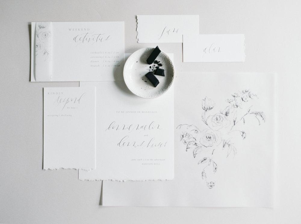 Invitación de boda rústica con ilustración floral