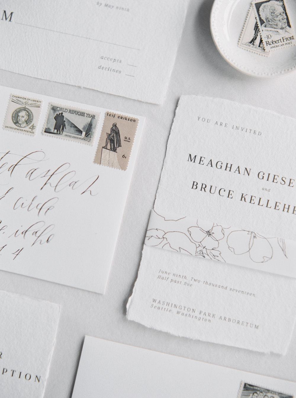 Invitación minimalista con sellos vintage