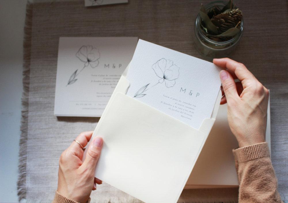 Invitación minimalista con amapola