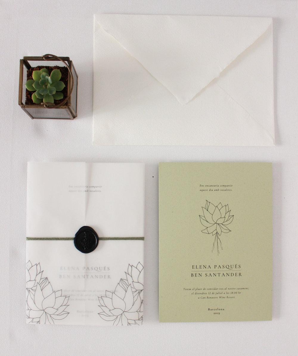 Invitación de boda , acompañada de con papel vellum y lacre artesanal.