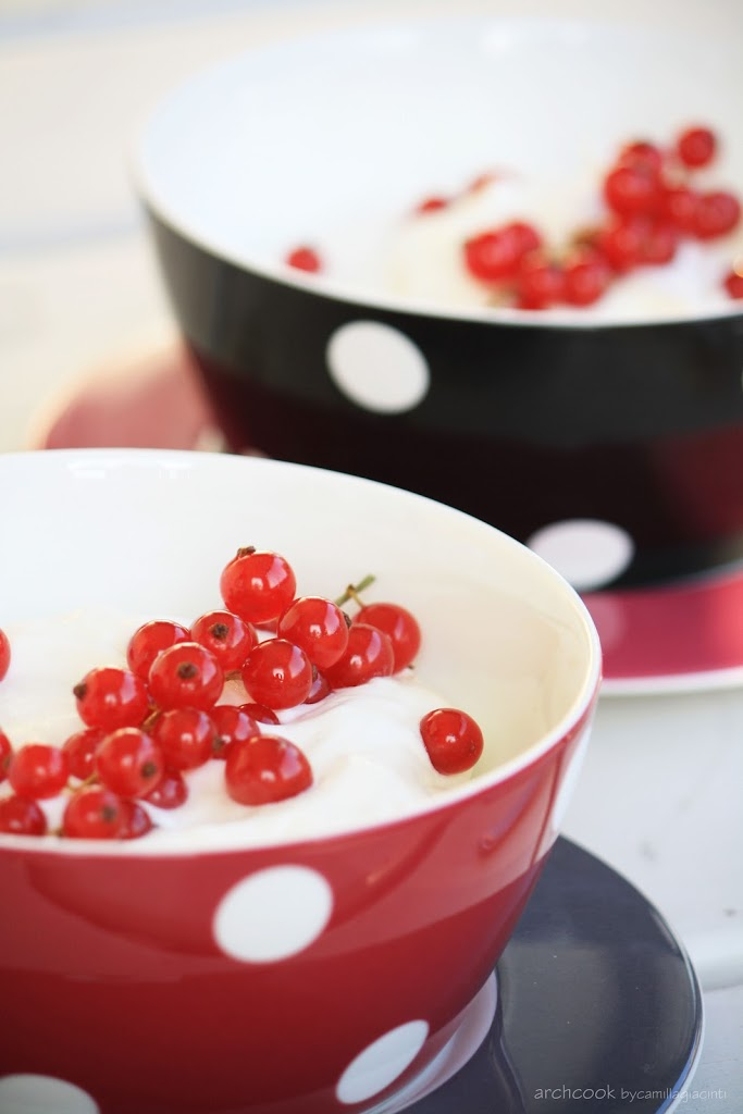 coppa-yogurtgreco-panna-ribes1.jpg