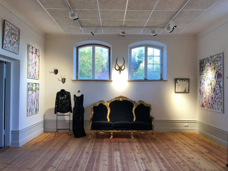 Preparing our Art Gallery for the art exhibition with paintings by Gunnar Greiber and some of Petra Shara Stoors taxidermy artwork.