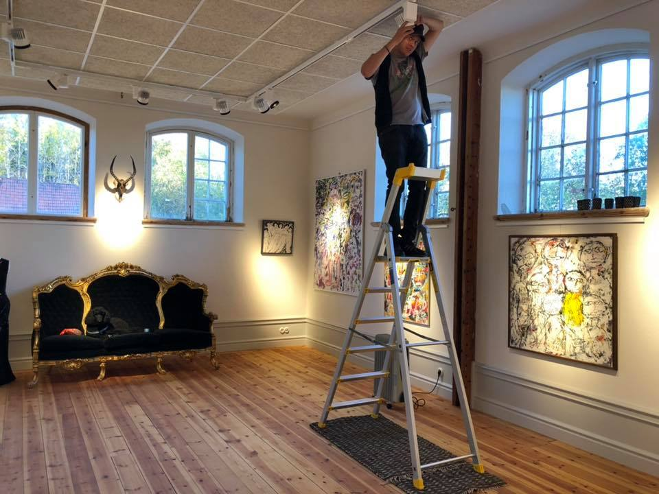 Fredrik Fernlund is setting the lights and preparing Helsinglight Art Gallery for the art exhibition with paintings by Gunnar Greiber and some of Petra Shara Stoors taxidermy artwork.