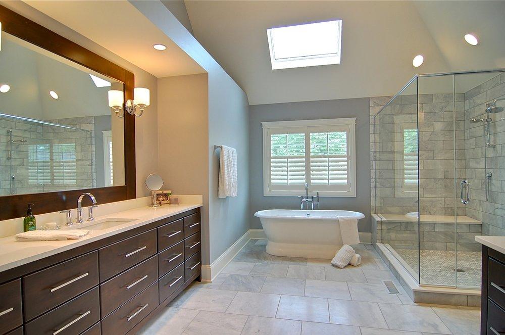 730 Prairie St Master Bathroom.jpg