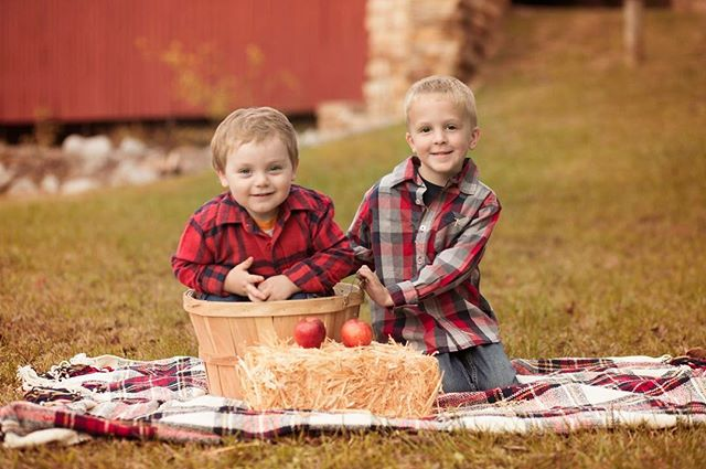 """""""Sometimes the smallest things take the most room in your heart."""" #fallphotos #childrensphotography #spartaillinois #illinoisphotographer #fallminisessions #appelstudios"""