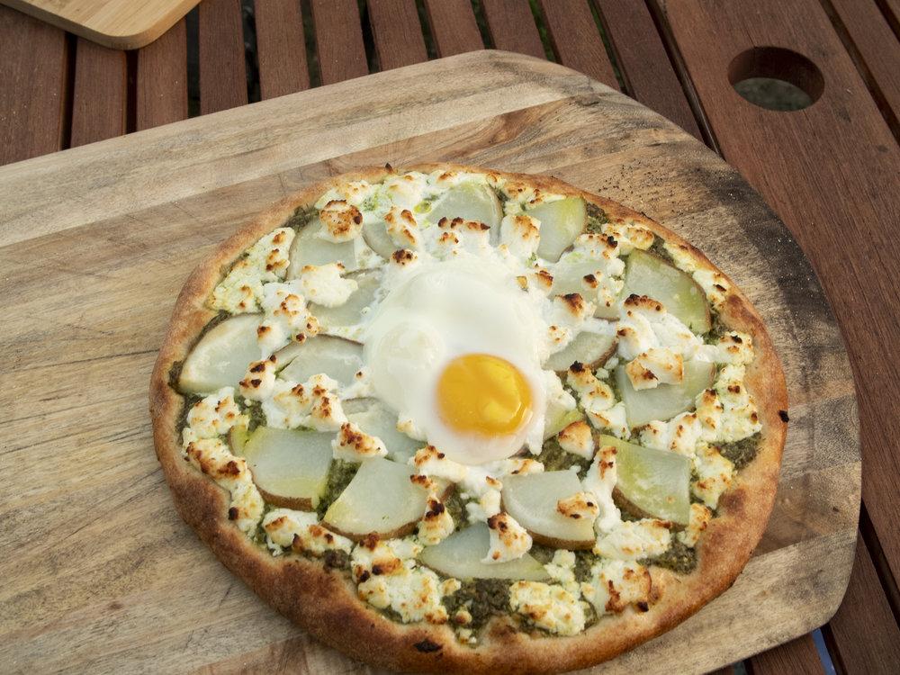 egg on pizza done.jpg