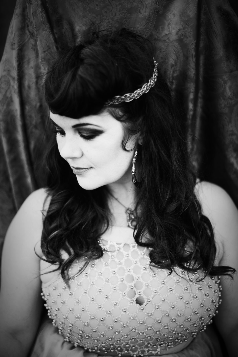 JOSEPHINE   Has been enjoying her time with the Mediaeval Baebes since 2012. She is a foot percussionist, international Ceilidh / barn dance caller, actress & voice over artist. She resides in a tiny boat on the canals of London enjoying her mediaeval lifestyle and is a skilled archer.