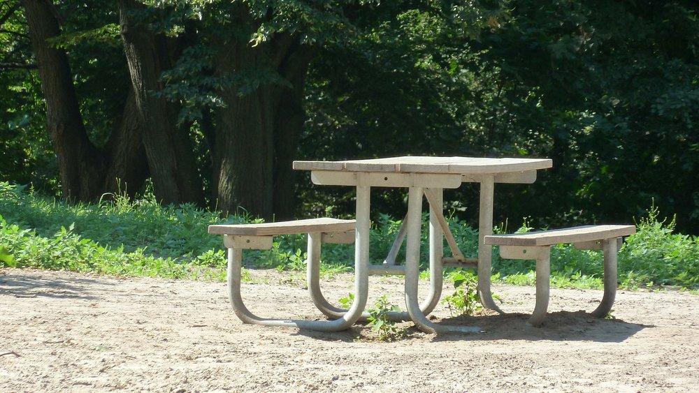 table-165692_1920.jpg