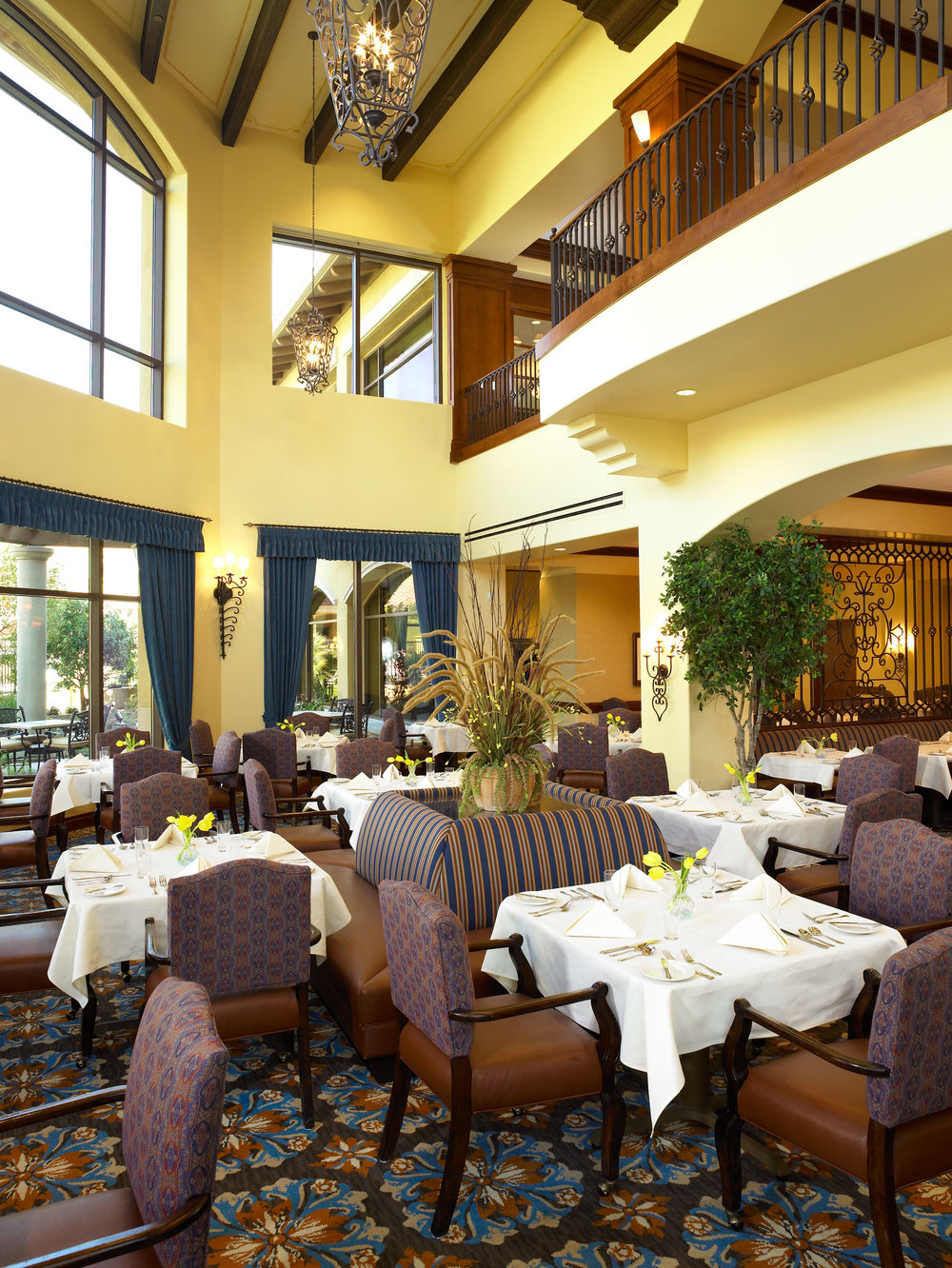 University Village<br>Thousand Oaks: Dining Room