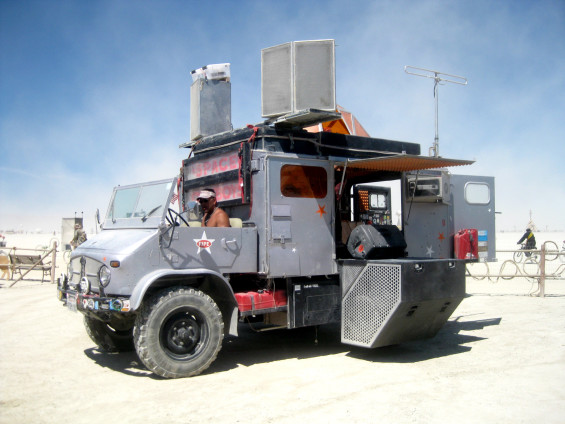 space-cowboys-unimog-burning-man