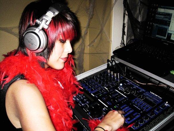 VSEP070_ScarlettSantamaria_DJ2009.jpg