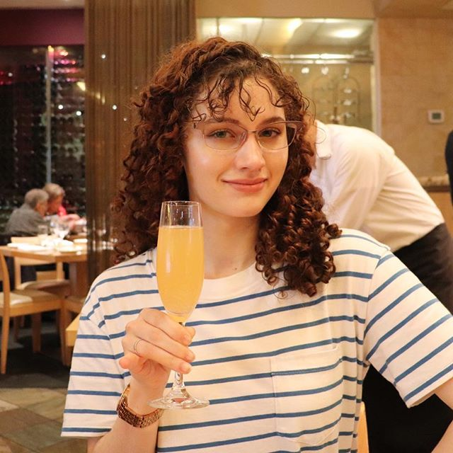 You call it day drinking, I call it brunch. #brunch #daydrinking #drinking #travel #dc #washingtondc #mimosa #whatiwore #travelfashion #curlyhair #glasses