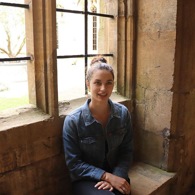 Oxford. Getting some major Harry Potter vibes. #travel #travelfashion #whatiwore #harrypotter #england #england2018 #oxford  Denim jacket @madewell