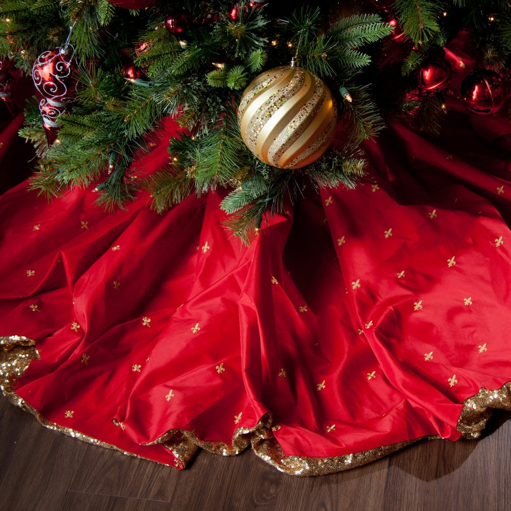 This custom tree skirt is reversible and adjustable!