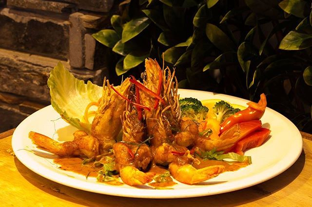Tonight on our feed we have our Choo Chee King Prawn!  Traditional aroma curry dressing grilled to perfection! 😍