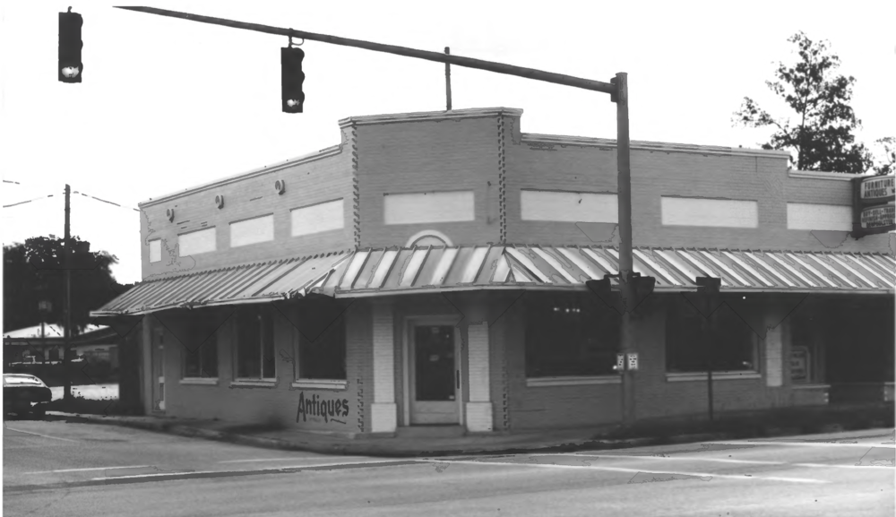 As seen in 1989 with the Longwood Historic District filing. The corner bank section was a furniture and antique store.