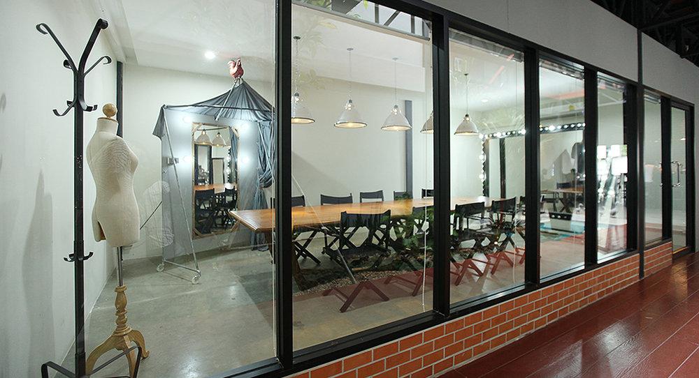 meeting room2_sharedesk.jpg