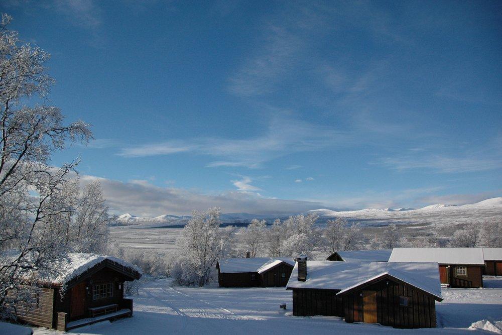 Furuhaugli turisthytter - Furuhaugli ligger 17 km fra Dombås skiarena og tilbyr overnatting i hytter og motellrom.