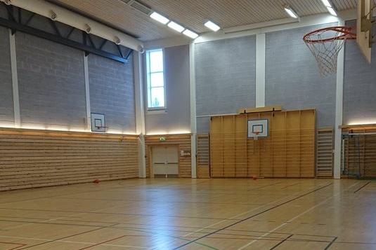 Moskushallen - Hall som kan leies til styrketrening og ballspill og mer. Vennligst sjekk tilgjengelighet i forkant. Kontaktperson: Linda Haugen, tlf : 61242270 / dombas.skole@dovre.kommune.no