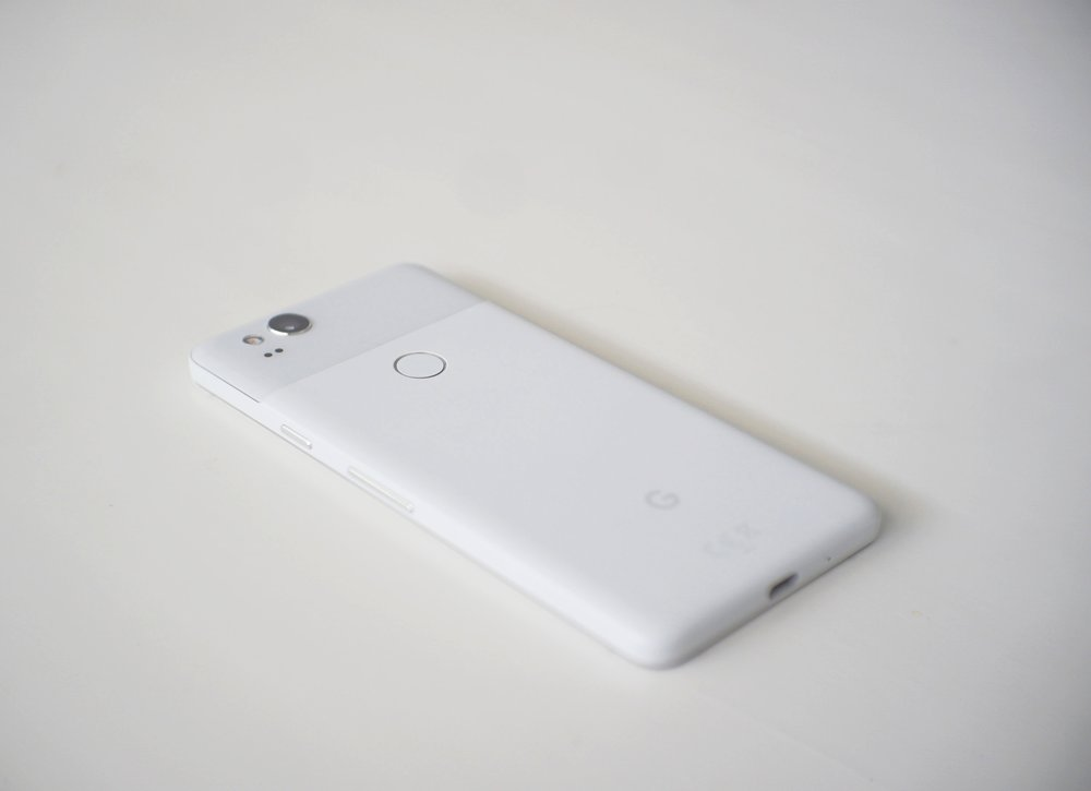 Hardware manufacturing might not be Google's  forte , but the Google Pixel 2 has simple, good looks.
