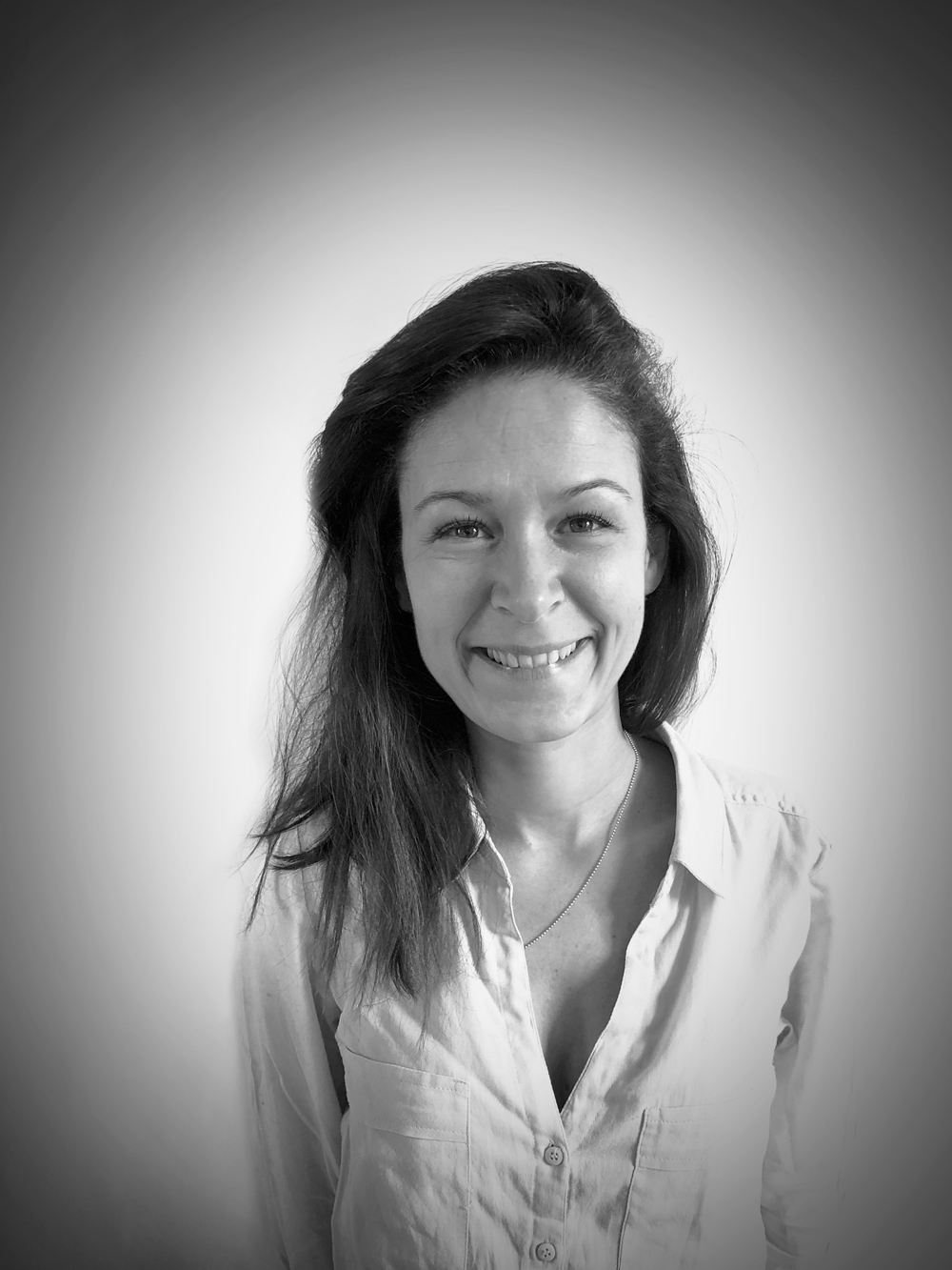 CARINE AUFFRET - OFFICE MANAGER