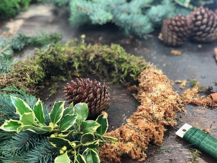 Christmassy accents, such as pine cones and cinnamon sticks from Beija Flor in Darwin