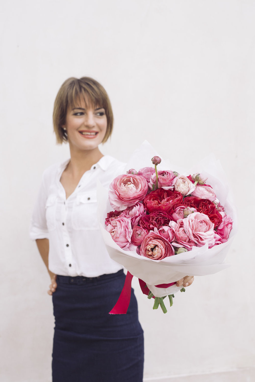 Local Darwin florist, Maria Okwa of Beija Flor delivers flowers to Darwin city on Mothers Day, photo by: George F