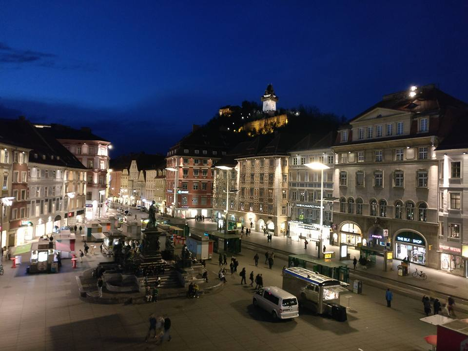 Center of Graz City at Night.jpg