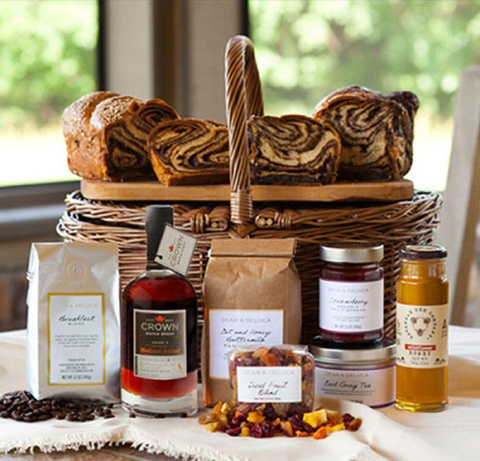 hampton-s-brunch-gourmet-gift-basket-56a4351e3df78cf772814879.jpg