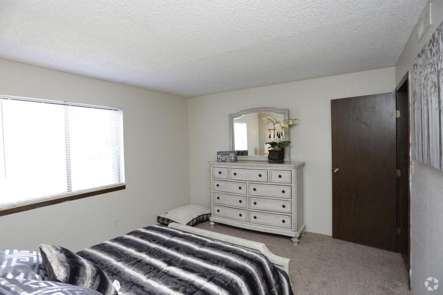 village-park-at-barclay-square-wichita-ks-1-bedroom (1).jpg