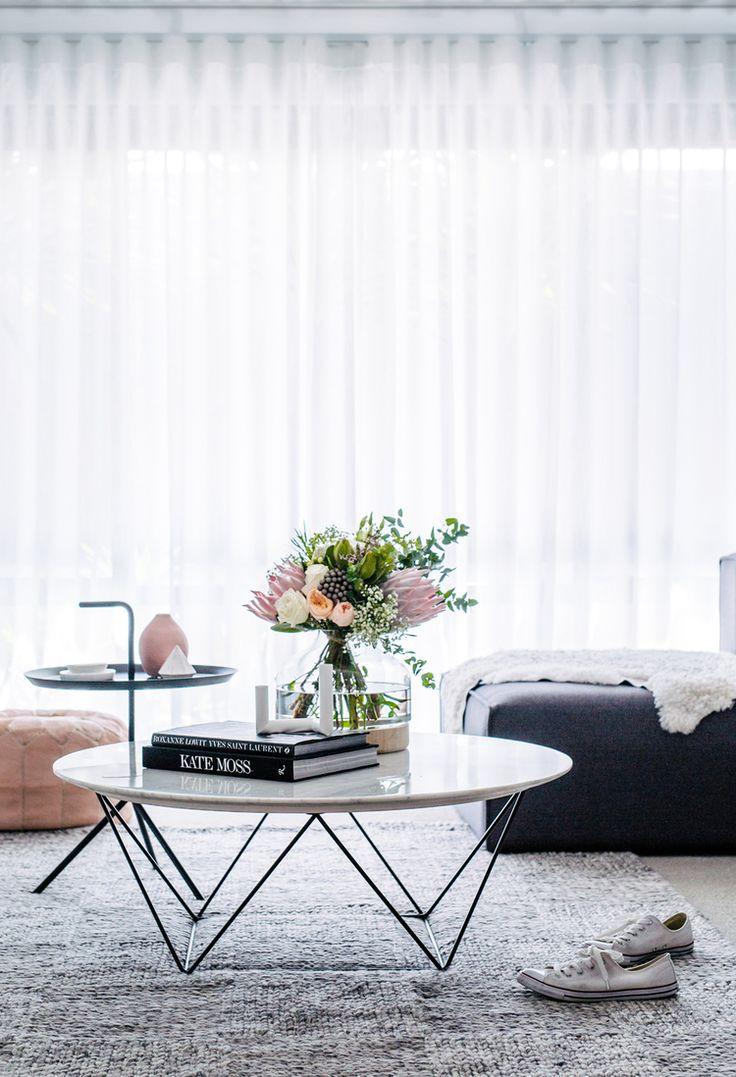 eef605bb7b482499280280df331ef353--classic-living-room-minimalist-lifestyle.jpg