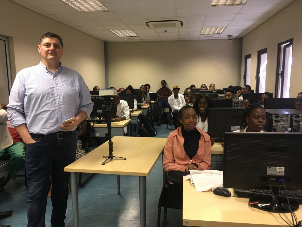 Damir Wallener with third year students from UNAM's School of Pharmacy.