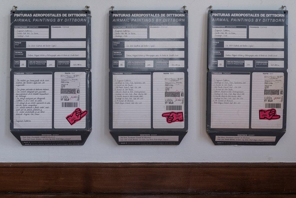 """Además de las """"Aeropostales"""", que corresponden a numerosas y diversas obras que viajan por correo aéreo realizadas desde la década los 80, Eugenio Dittborn trabaja con el video-arte, realizando"""