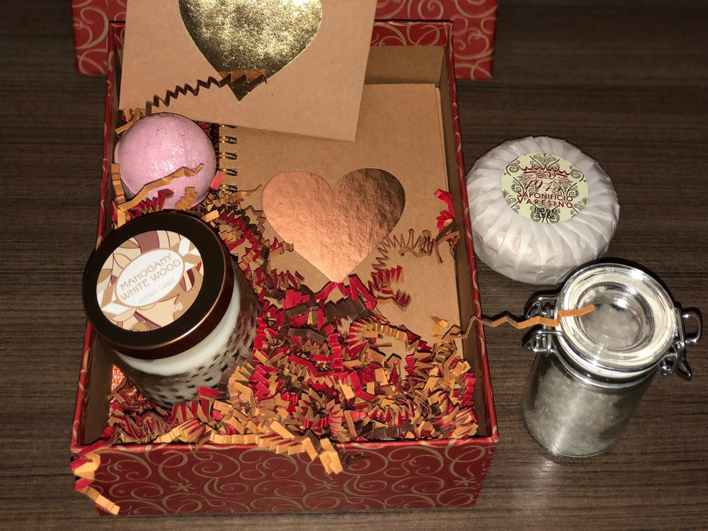 Small Self Care Box with Handmade Bath Salts by Synolve https://www.synolve.com/theboutiqueshop/selfcareboxsmall