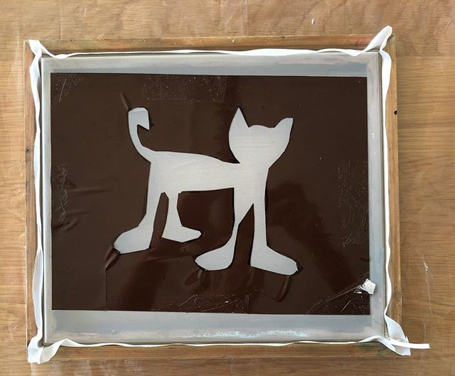 Does anyone recognize this cat? It's the star in one of our favourite book series and inspired the creation of this screen print!