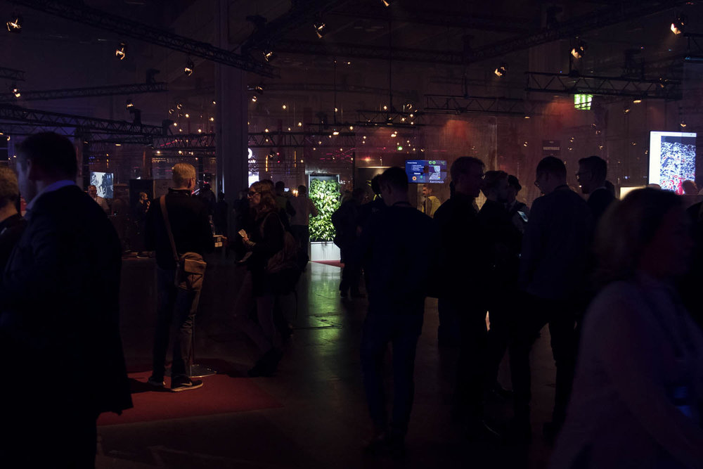 I also went to the startup event Slush with Naava and the green nature glowed so beautifully in the dark space! *.*
