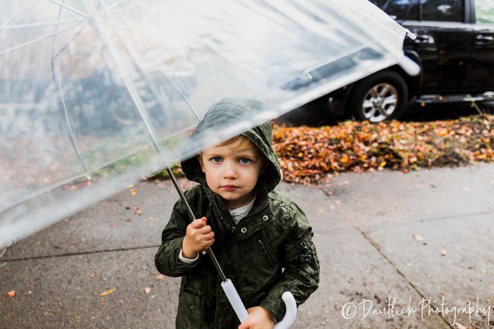 Dautlich_photography_families_lach_umbrella.jpg