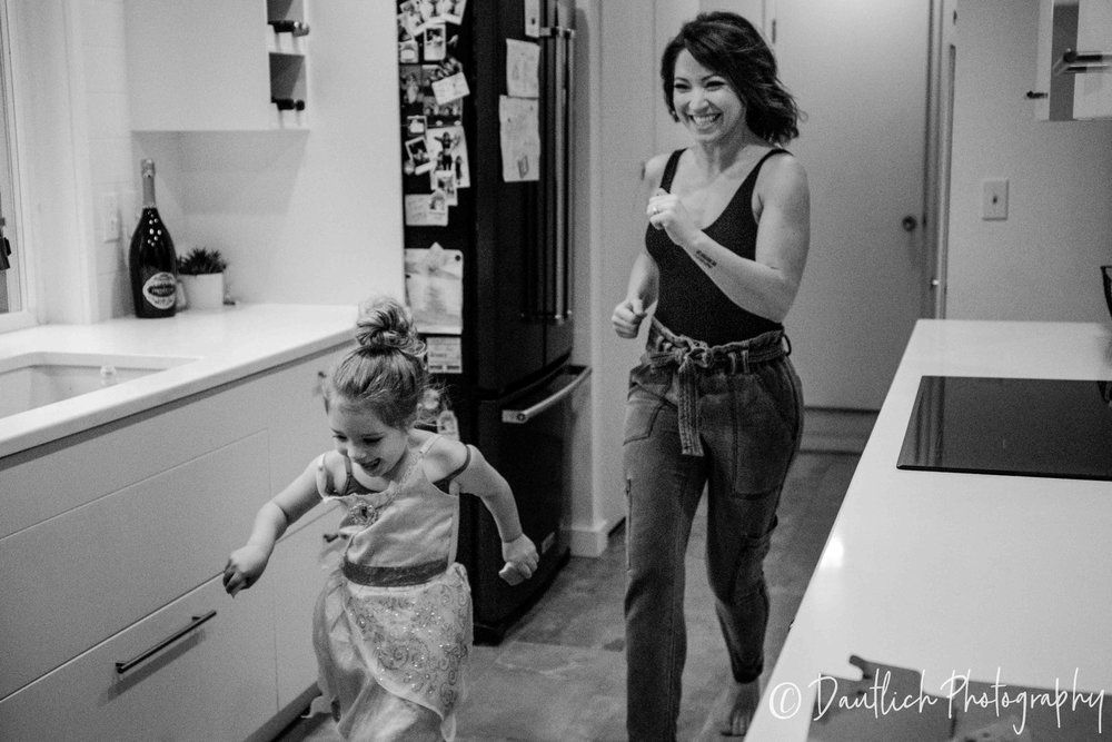 Dautlich_photography_family_lianne_june_running.jpg