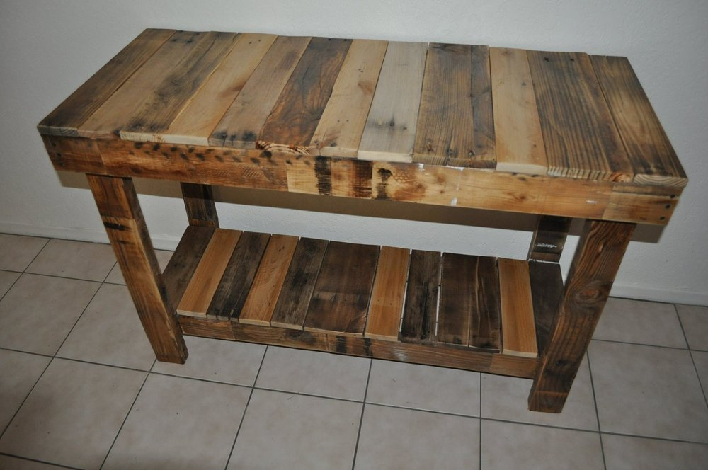 Pallet Side Table.JPG