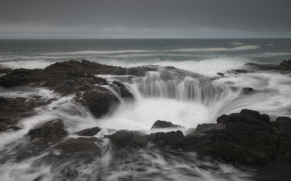 Thor's Well at high tide.