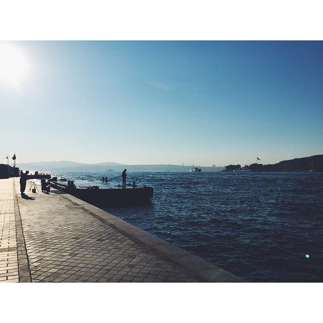 The early bird catches the worm #fishing  #Bosporus #Bosphorus  #istanbul #turkey #neveraboringmoment #passionpassport #travelbug #travel #theurbanexpat #instaistanbul #instatravel #insta #instabest #instagood #vsco #vscocam #vscobest #vscotravel #vscoistanbul #mytinyatlas #TellOn #liveby #WidenYourWorld #LoveFromTurkey @turkishairlines (at Karakoy Pier, Istanbul)