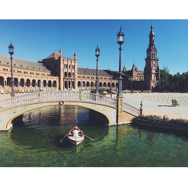 Plaza espana #seville #travelbug #travel #TellOn #insta #instabest #instagood #instaseville #vsco #vscocam #vscobest #vscoseville #vscospain #instaspain #passionpassport #bestcities #weekendgetaway #architecture #city #spain #theurbanexpat #mytinyatlas #NeverABoringMoment #europe #livingabroad #liveby #colorfulcity  (at Plaza de España)