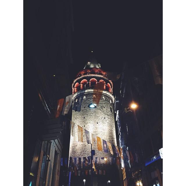 Galata Kulesi #galatatower #galata #istanbul #turkey #travelbug #travel #livingabroad #expatlife #expatinturkey #expatistanbul #theurbanexpat #bynight #citylife #NeverABoringMoment #mytinyatlas #TellOn #night #insta #instabest #instagood #instatravel #vsco #vscocam #vscobest #vscoistanbul #vscotravel (at Galata Tower)