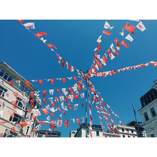 Election time #insta #istanbul #instabest #instagood #instaistanbul #vsco #vscocam #vscobest #vscoistanbul #citylife #turkey #flags #travel #StoriesToTell #TellOn  (at Galata)