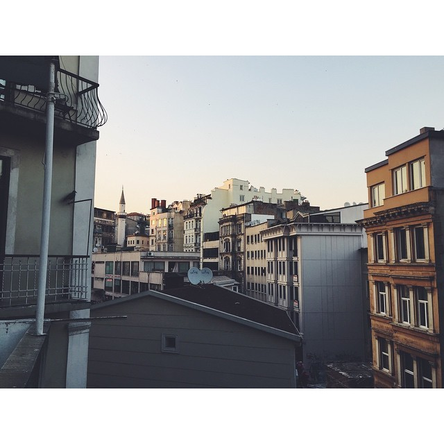 The rooftops of Istanbul #travel #istanbul #turkey #TellOn #StoriesToTell #NeverABoringMoment #instagood #instabest #insta #vsco #vscocam #vscobest #citylife #sunset #instaistanbul #vscoistanbul  (at Galata)