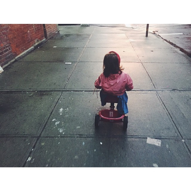 I want to ride my tricycle #childhoodinthecity #childhood #tricycle #williamsburg #brooklyn #nyc #newyork #nycmoments #instabest #instagood #instawilliamsburg #vsco #vscocam #vscobest  (at Williamsburg, Brooklyn)