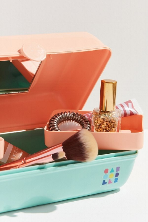 VINTAGE INSPIRED BEAUTY BRANDS - Caboodles.jpeg