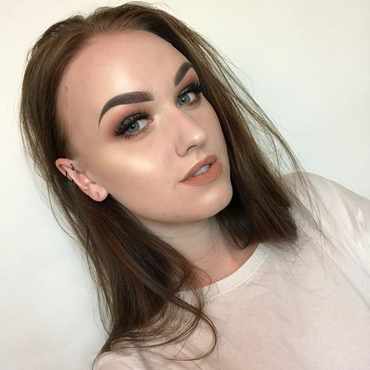 Anna_Jeanine_Makeup_Artist_Influencer_Talks_Self-Esteem_Art_Shutting_Down_Negativity_Openletr_Interview_Full_Face_Makeup.jpg