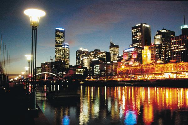 Melbourne Skyline & Yarra River.jpg